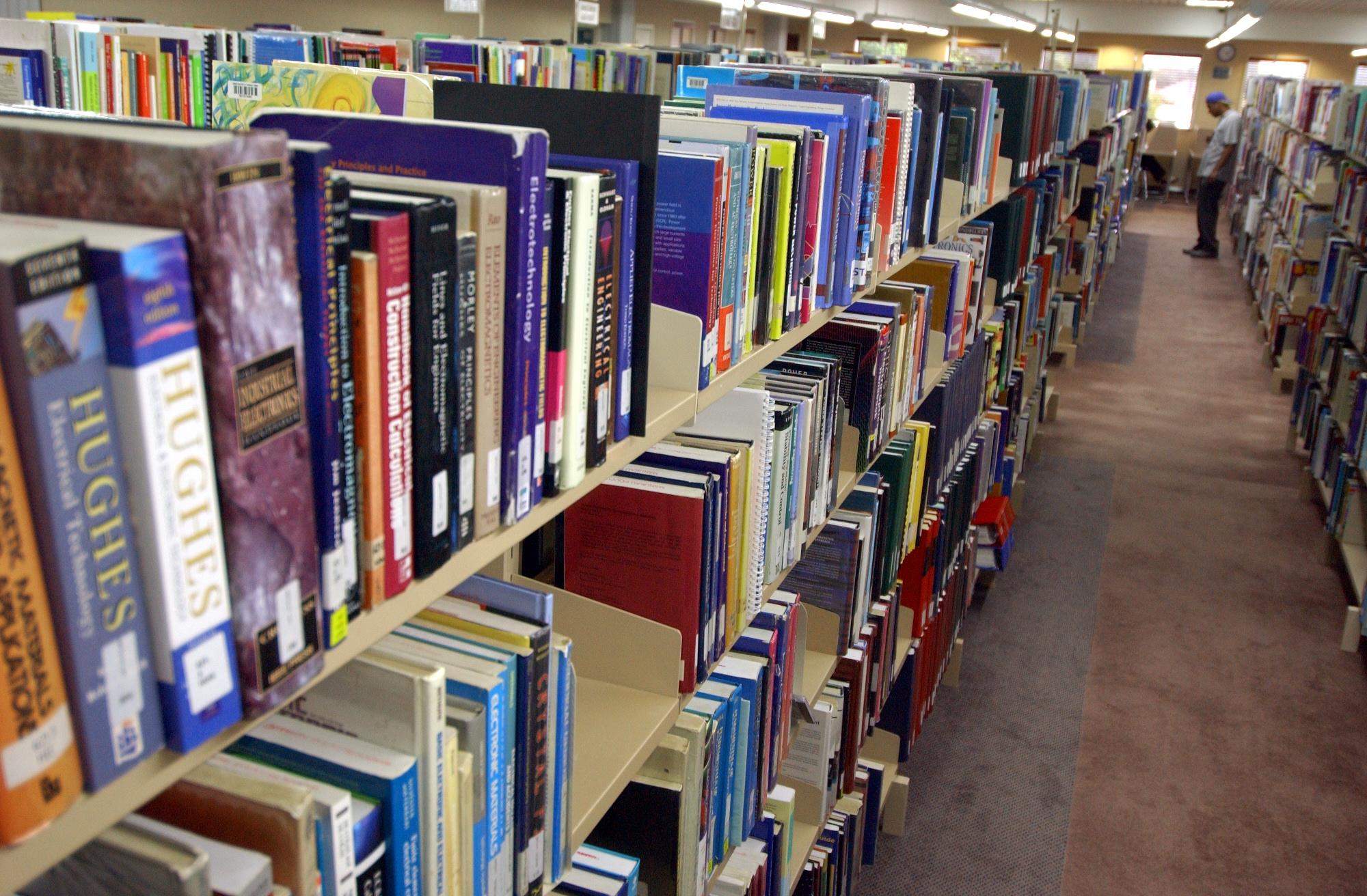 Books2330.JPG (2000×1312)